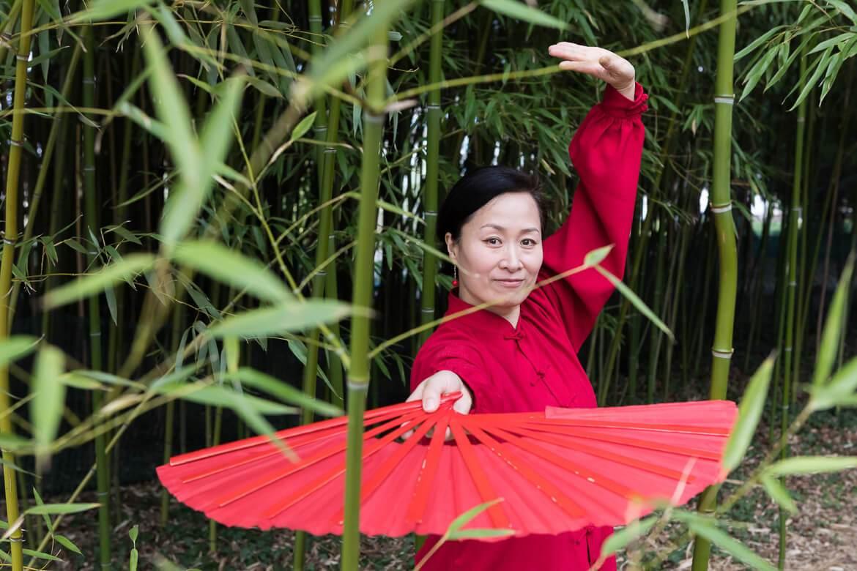 Yonghui Deistler beim Taijiquan im Garten des Belvedere in Wien