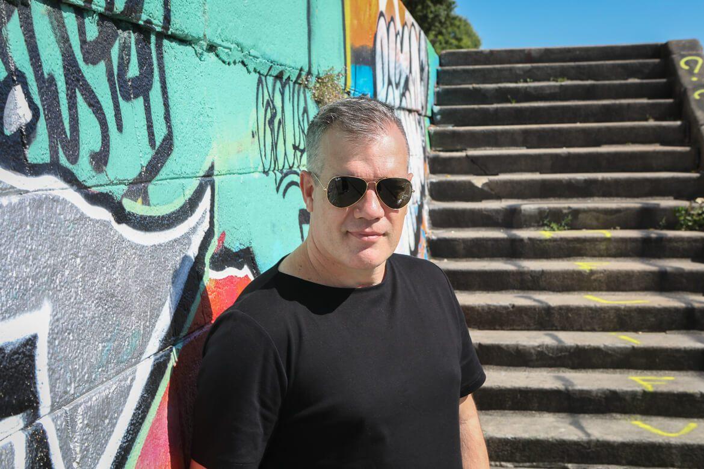 serbian artist, serbischer Künstler, Mihael Milunović, Ringturmverhüllung, Graffitti