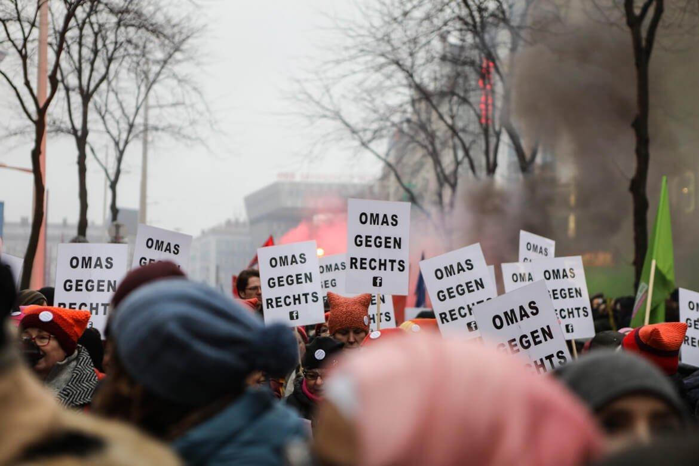 Omas gegen Rechts, schwarzer Block, Demonstration 2018, Madamewien.at