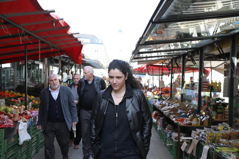 Esra Özmen am Brunnenmarkt, Madamewien.at, Rapper